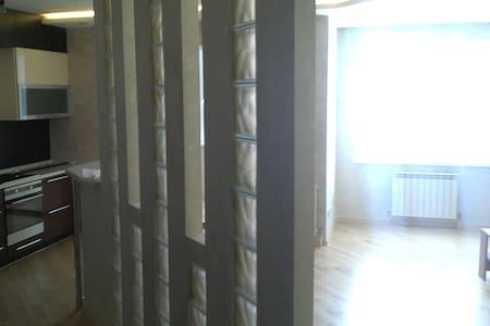 Современная квартира с отличным ремонтом - Nizhniy Tagil - อพาร์ทเมนท์