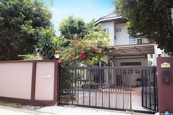 Lily's home  独栋别墅自带花园,可烧烤  免费停车  地铁超便利