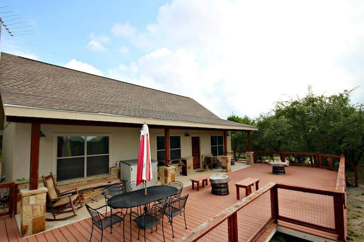 Canyon Lake Hideaway- 3 Relaxing Acres next to Potter's Creek Park! - Canyon Lake - Ház