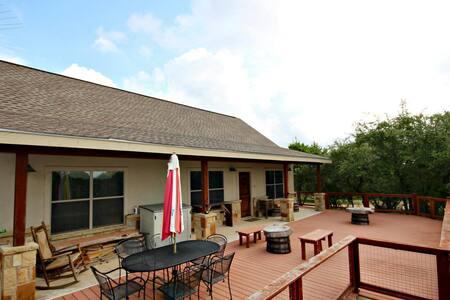 Canyon Lake Hideaway- 3 Relaxing Acres next to Potter's Creek Park! - Canyon Lake - House