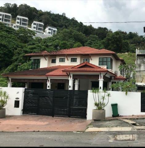 Luxury PrivateRoom G2 @Bukit Gambir Hillside House