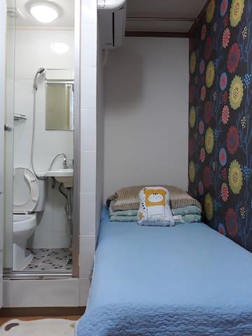 싱글침대, 개인에어컨, 개인화장실