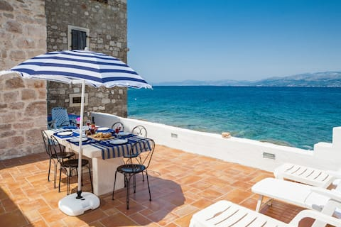 Illyria, just 3m from the sea!