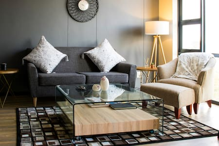 A modern, cozy apartment in the heart of Rosebank