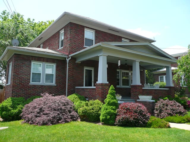 Big Craftsman Home in the Heart of the Shenandoah - Berryville