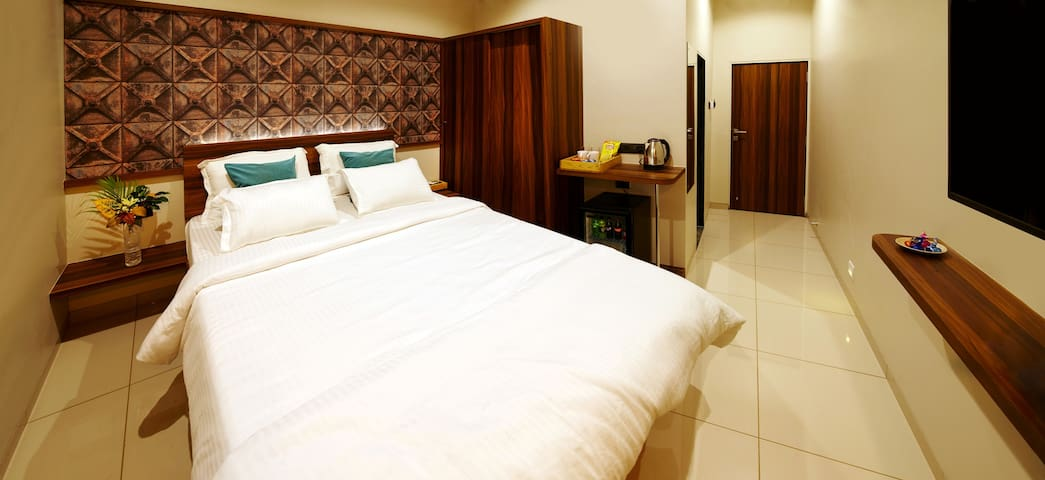 Deluxe Private Room in Mumbai