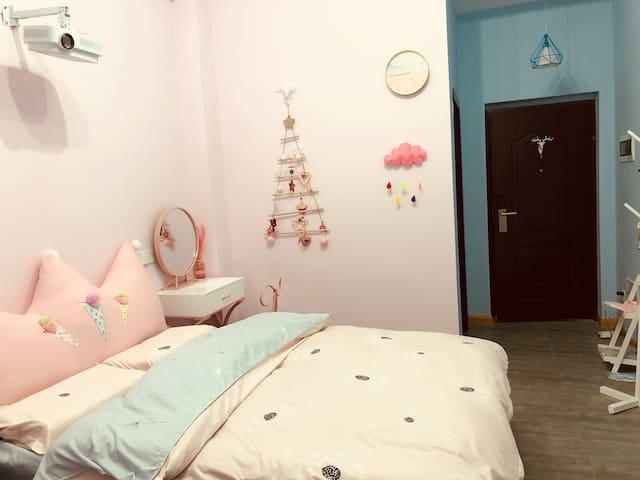 优享民宿之糖果屋~100寸家庭影院 乳胶床垫