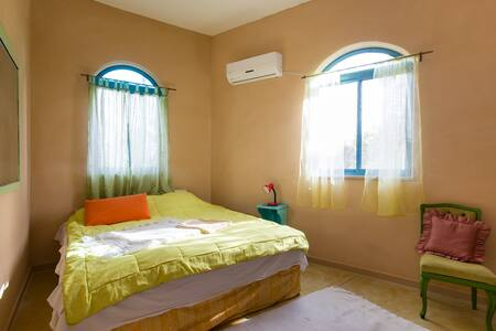 ASHRAM HOUSE MAOR - shanti & private guest room - Maor