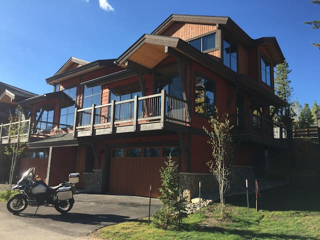 4 Bedroom House surrounded by major ski resorts! - Silverthorne - House