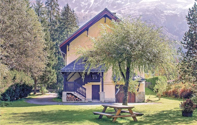 Awesome home in Chamonix Mont Blanc with Sauna, WiFi and 5 Bedrooms