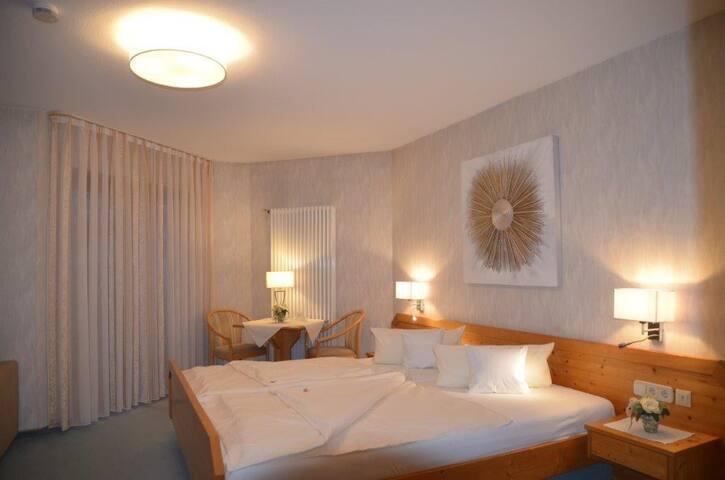 Hotel-Pension Breig garni, (Ottenhöfen), Doppelzimmer Komfort Plus mit Bad/WC und Balkon