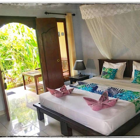 Mango Moon Guesthouse- private room with AC