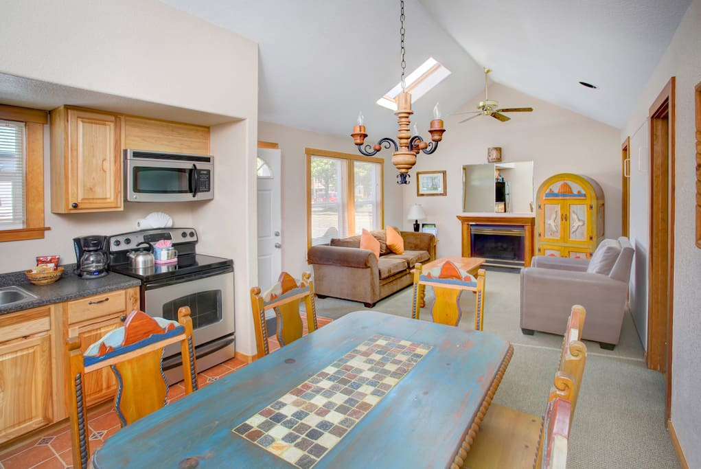 2 bedroom suite for 4 in cannon beach guesthouses for - 2 bedroom suites portland oregon ...