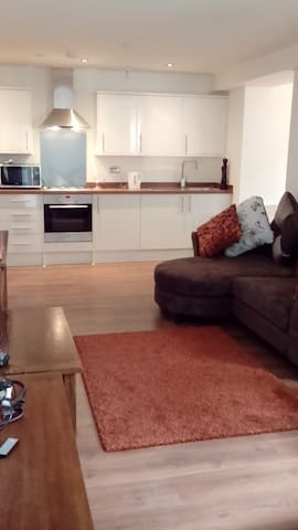 Bright Room in New Flat with Secure Parking - Maidstone - Apartamento