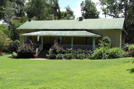 Romantic Cottage (Ca.1825) - Monticello - Huis