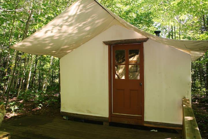 Tente de prospecteur au pied des cascades - Rawdon - Tenda