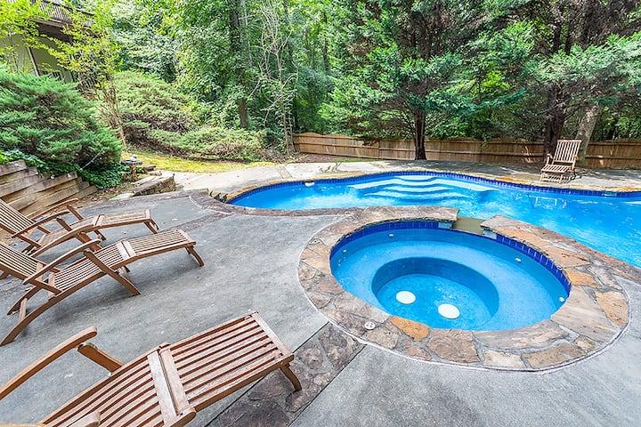 "Sanitized ""Backyard Pool""  5 bdrm Home-Sleeps 10"