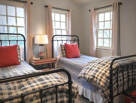 The Chickadee Room at Harpers Ferry Guest House