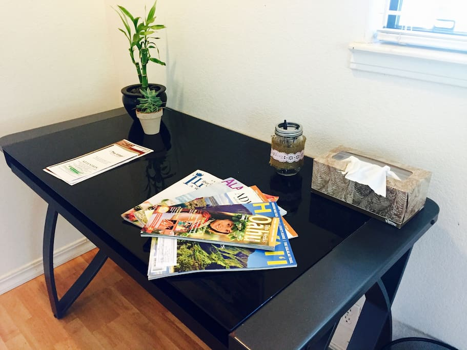 Menus of nearby restaurants, Hawaii magazines and brochures on desk!