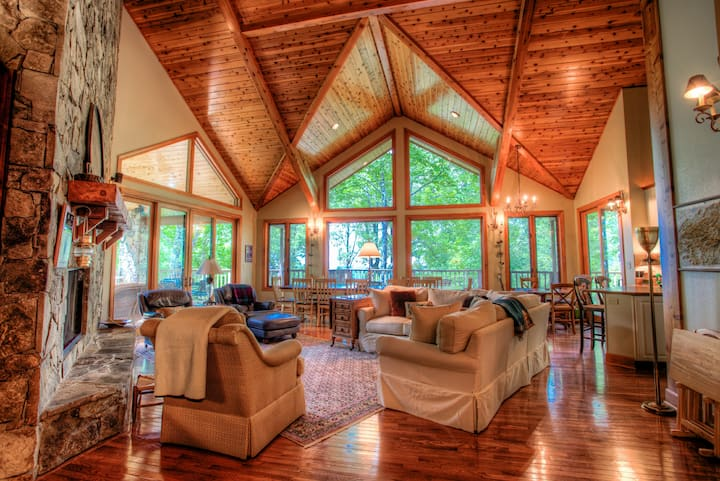 Fairway Mountain Villa; Private/gated Mountain Air, Hot Tub, Luxury, and more!