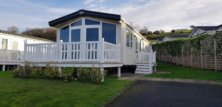 Large 2-bed caravan situated on the Somerset coast