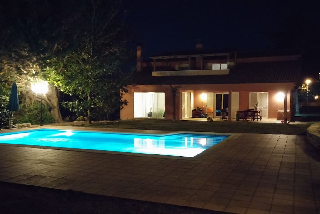 Another glimpse of the pool by night
