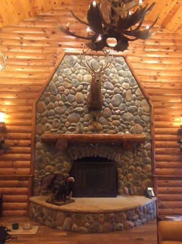 FWF Lodge - Chagrin Falls - Allotjament sostenible a la natura