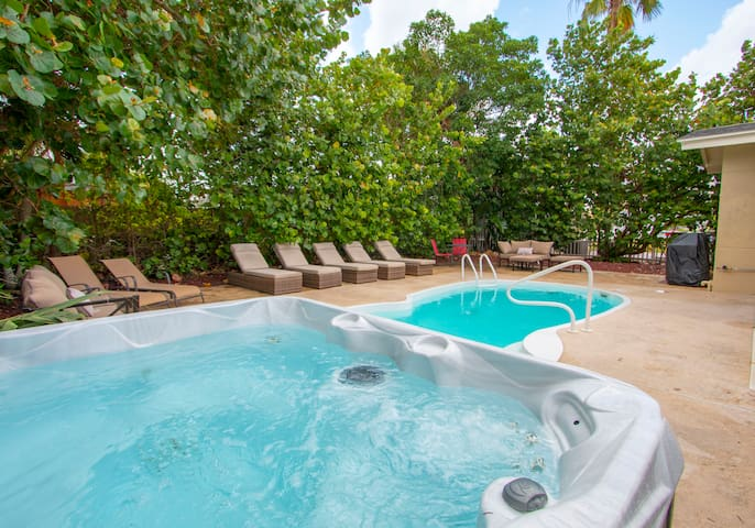 Bay Esplanade 5 bedroom pool home by Beachhousefl