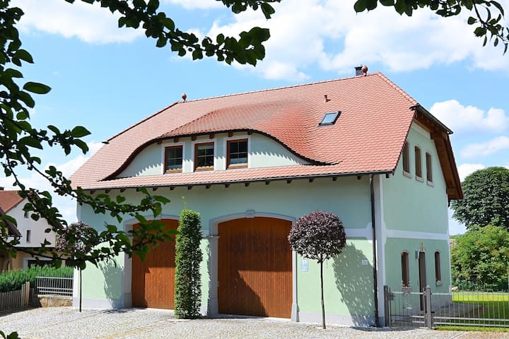 Modern apartment in Bavaria with floor heating and garden, located directly at the Jakobusweg