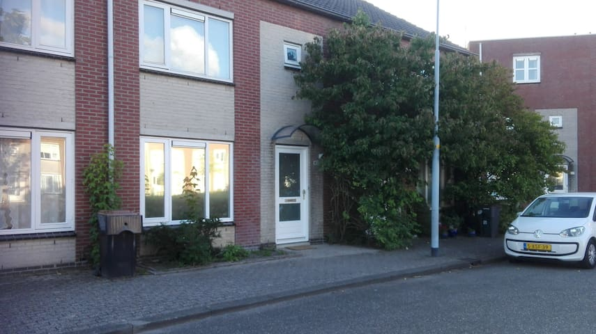 Nice House centrally located, Amsterdam and sea - Hoofddorp - House