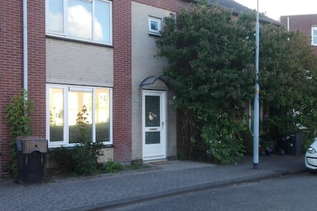 Nice House centrally located, Amsterdam and sea - 霍夫多普 (Hoofddorp) - 独立屋