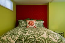 Comfy queen bed with high quality linens.