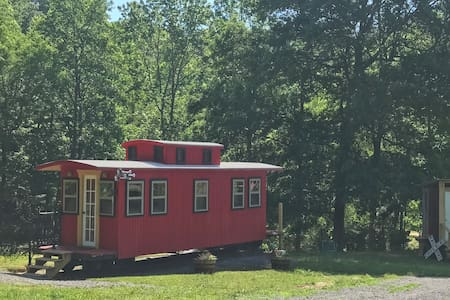 Little Red Caboose <<Cozy Quaint Fall Getaway>>