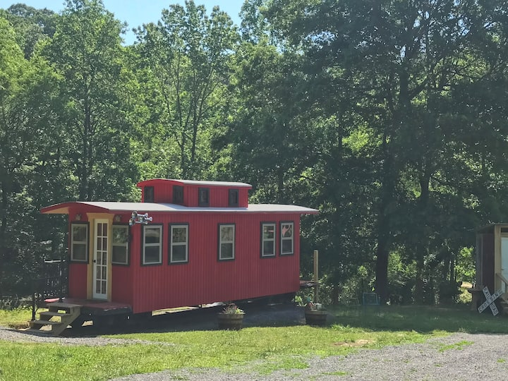 Little Red Caboose <<Cozy Quaint Spring Getaway>>