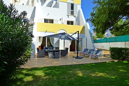 Townhouse, seaview, shared pool, carpark, by beach - Albufeira