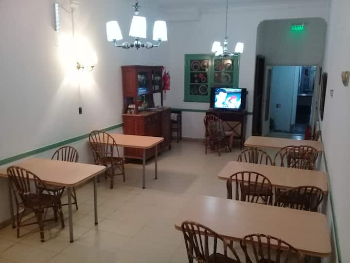 Hostel Trebol: Habitación familia con baño privado