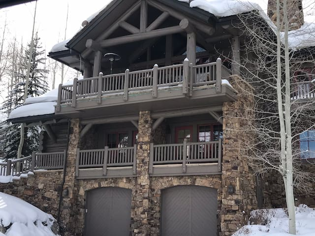 Luxury Bachelor Gulch Village Ski in/ Ski out