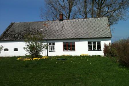 Hus på Österlen - Blästorp - Zomerhuis/Cottage