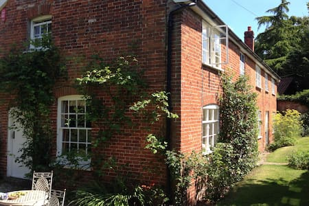Rural idyll, Crown House Bed & Breakfast Room 1 - Great Glemham - Bed & Breakfast