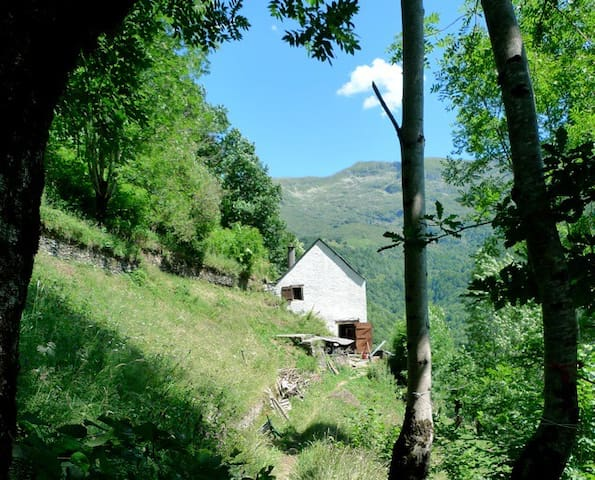Old barn in the Pyrenees - Le Port - Casa
