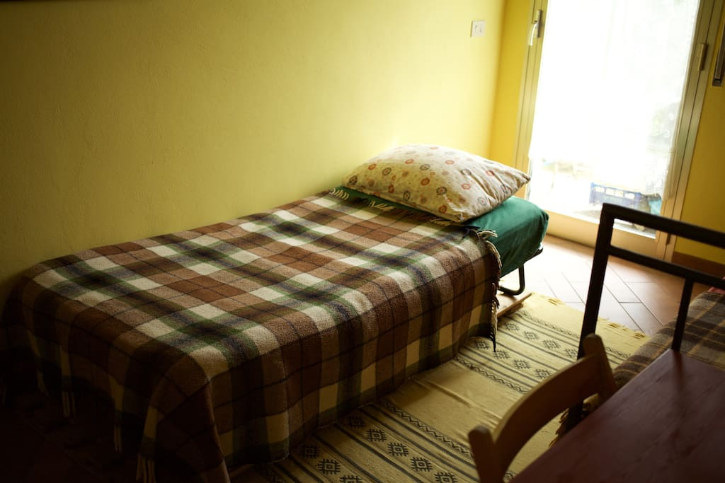 another single bed in guest room