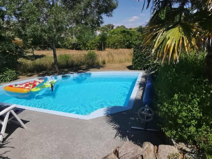 Villa avec piscine à 800 mètres de la mer.