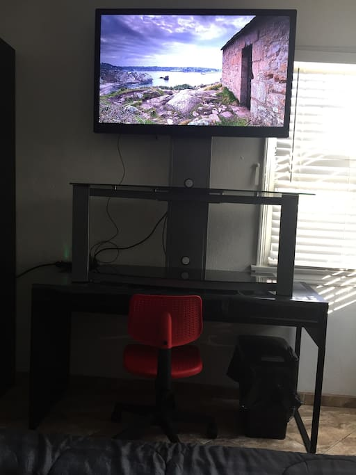 New Flat Screen TV (Netflix  Included) Desk and Chair ( Working Station )