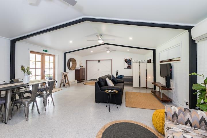 BARN DOOR STUDIO - Fully self-contained retreat