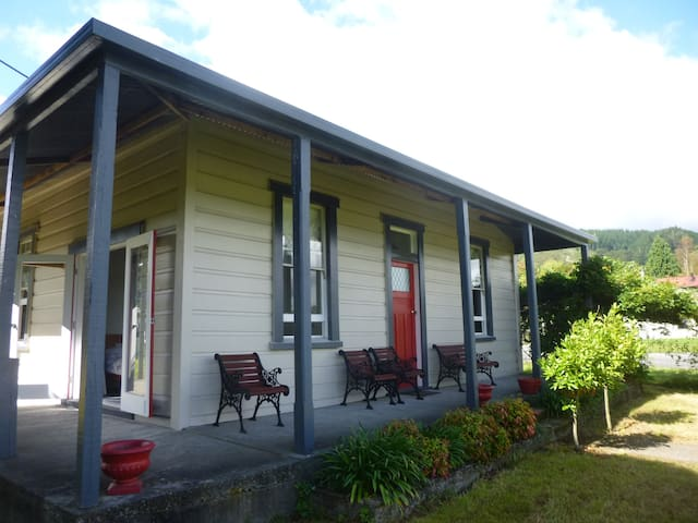 Reefton villa with rainforest views - Reefton