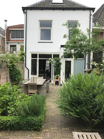 Town House delux, 20min from Amsterdam city center