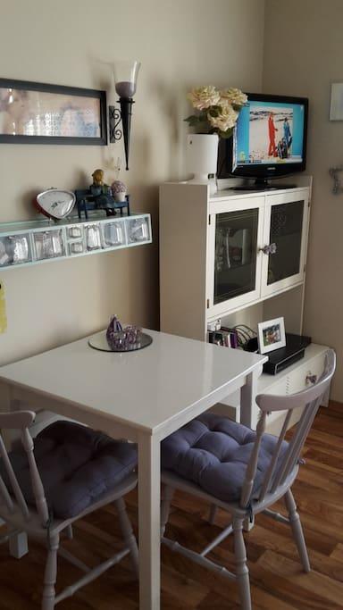 Spisebord med plass til 4