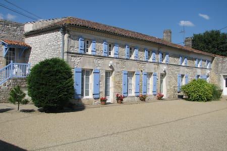 Gîte 6 personnes avec piscine - Saint-Simon-de-Pellouaille - 自然小屋