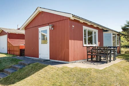 Holiday cottage with 2 bedrooms on 43m² in Hjørring