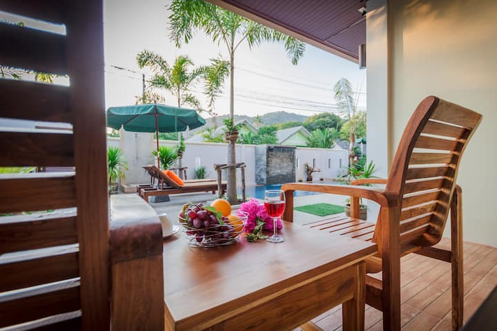Stylish One Br Pool View suite near Naiharn Beach